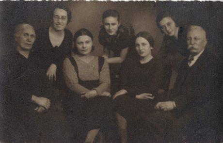 Анастасия Касабова, Пенка Касабова, Мила Милева, Бистра Милева, Мария Владимирова, Леда Милева и Милю Касабов